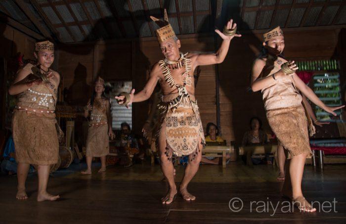 Sanggar tari Ape Lawe Riaw menghentak rumah dengan tarian Bukit Balian